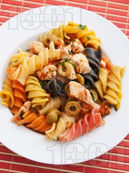 Фузили с пилешко, маслини и домати - снимка на рецептата